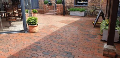 Courtyard Pressure Washing Service